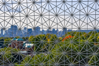 Vue de Montréal depuis l'intérieur de la Biosphère