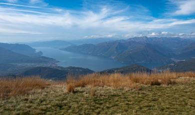 Le lac Majeur depuis le sommet du Monte Lema