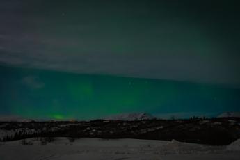 Aurore boréale depuis la côte sud de l'Islande