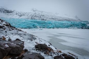 Le contraste des couleurs du glacier Svínafellsjökull